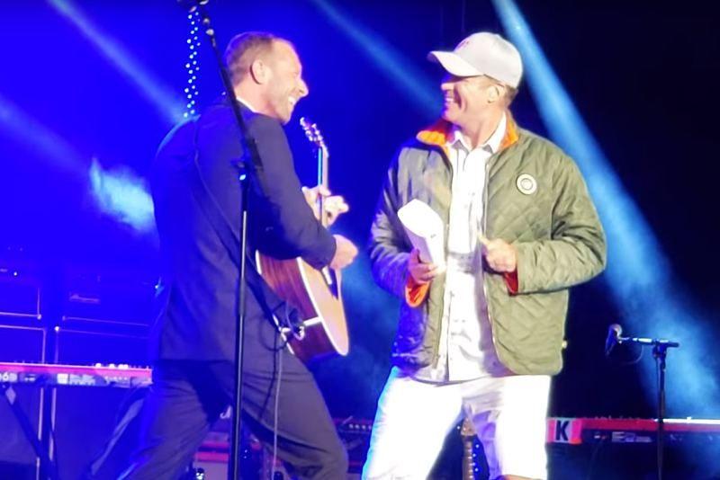 """Chris Martin și Will Ferrell cântă """"Viva la Vida"""" în duet"""