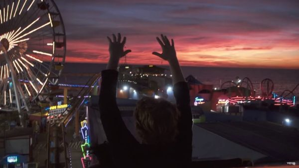 Videoclip The Chainsmokers Beach House