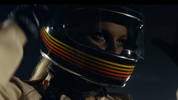 Videoclip The Chainsmokers Kelsea Ballerini This Feeling