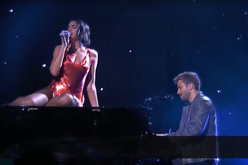 """Dua Lipa și Pablo Alboran cântă live """"Homesick"""""""