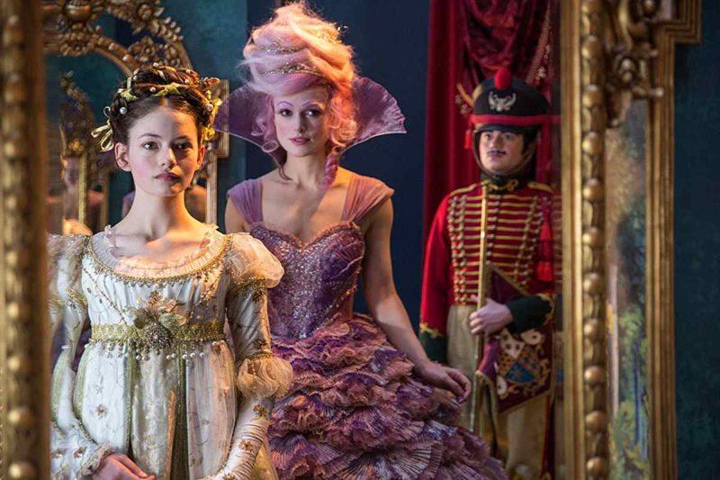 Mackenzie Foy și Keira Knightley în filmul