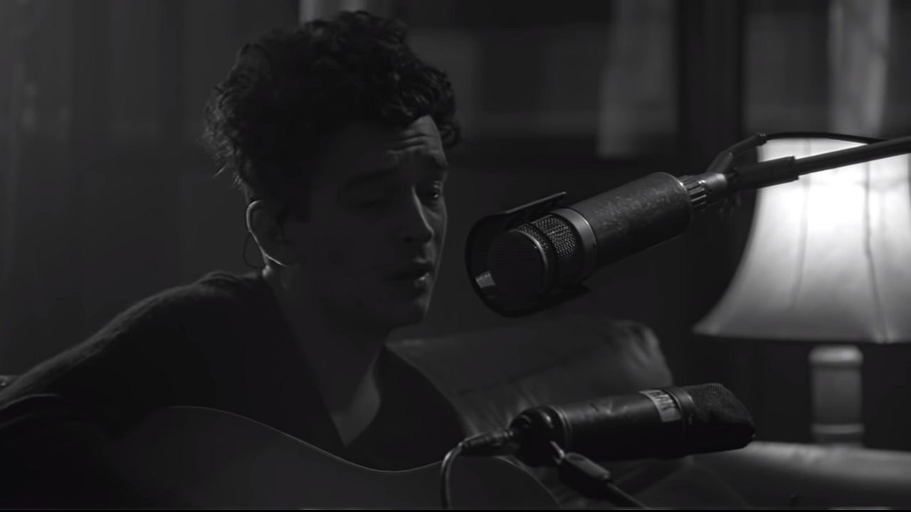 Videoclip The 1975 Be My Mistake acustic
