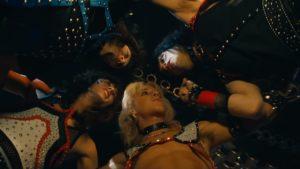 Videoclip Motley Crue Machine Gun Kelly The Dirt Est 1981