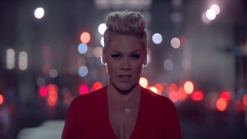 Videoclip Pink Walk Me Home