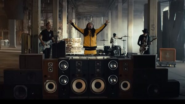 Videoclip Steve Aoki Blink 182 Why Are We So Broken