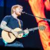 O statuie uriașă a lui Ed Sheeran a apărut în Moscova - POZE