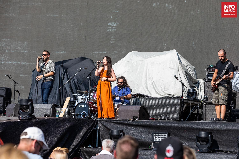 Trupa Gramofone si Marina Arsene în deschiderea concertului Bon Jovi de pe 21 iulie 2019