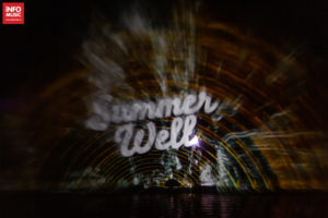 Proiecția Summer Well pe lac