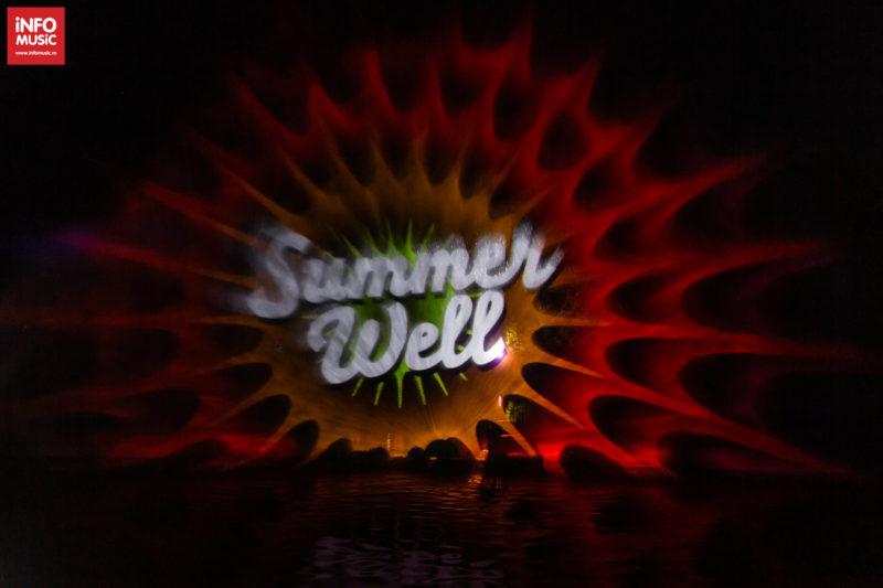 Proiecția Summer Well pe lac