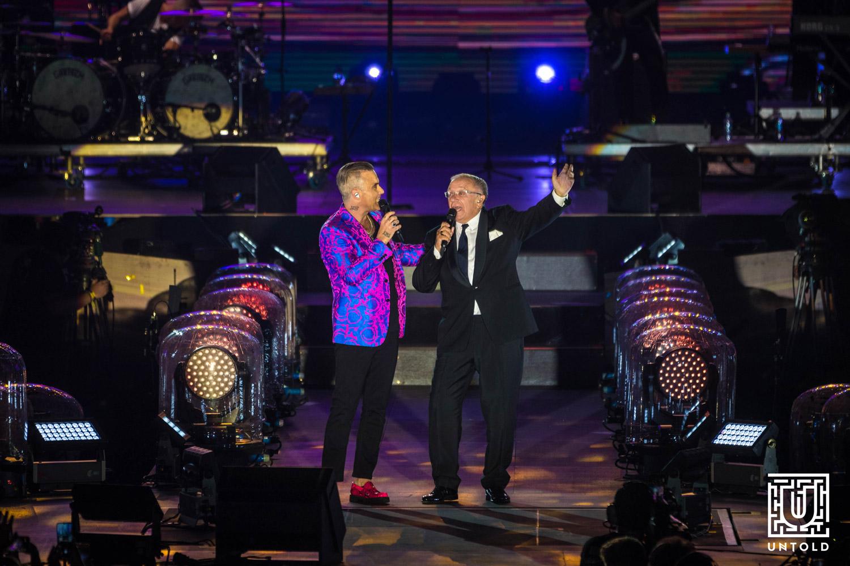 Robbie Williams alături de tatăl său în timpul concertului de la UNTOLD 2019