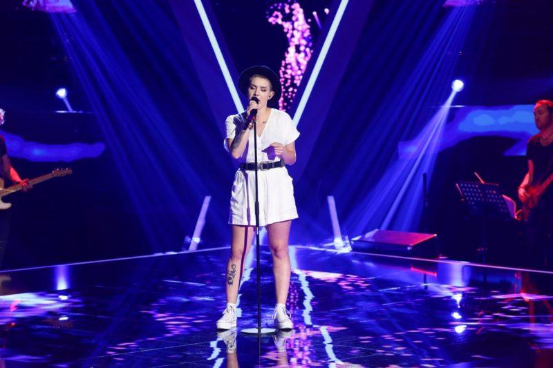 Mălina Ciarnău în timpul audițiilor pe nevăzute de la Vocea României 2019