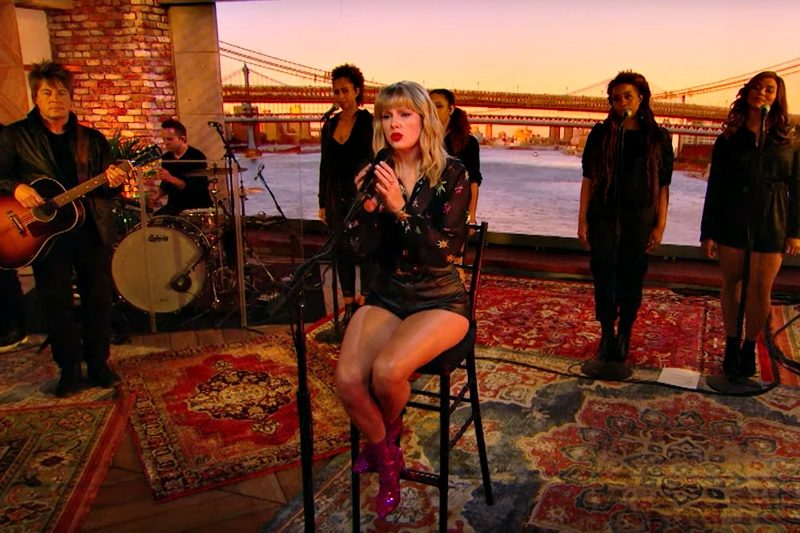 Taylor Swift - Can't Stop Loving You (Phil Collins cover)