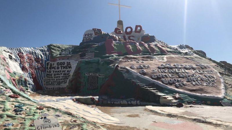 Salvation Mountain din Desertul Californian