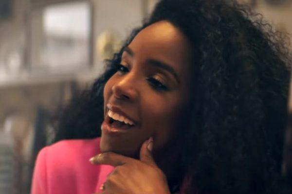 """Kelly Rowland (în videoclipul """"Crown"""")"""