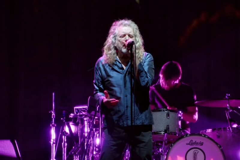 "Robert Plant în clipul ""Carry Fire"" (Screenshot YouTube)"