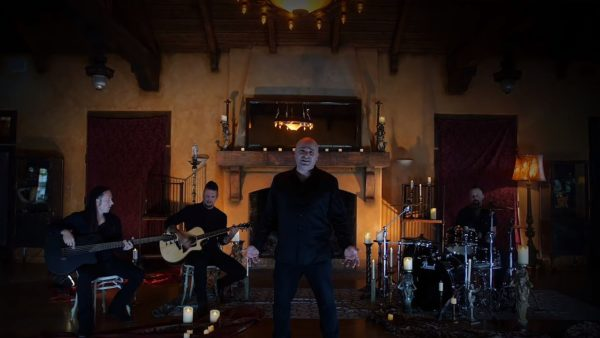 Videoclip Disturbed Hold on to Memories