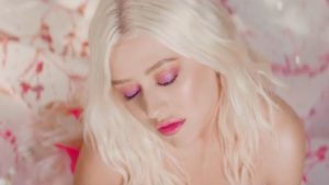 Videoclip Christina Aguilera A Great Big World Fall on Me