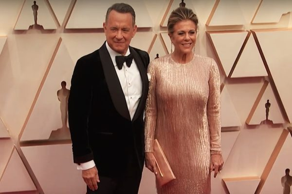 Tom Hanks și Rita Wilson pe covorul roșu al galei Oscar 2020 (Screenshot)