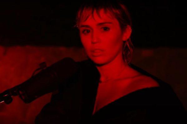 """Miley Cyrus - cover """"Wish You Were Here"""" (captură ecran)"""