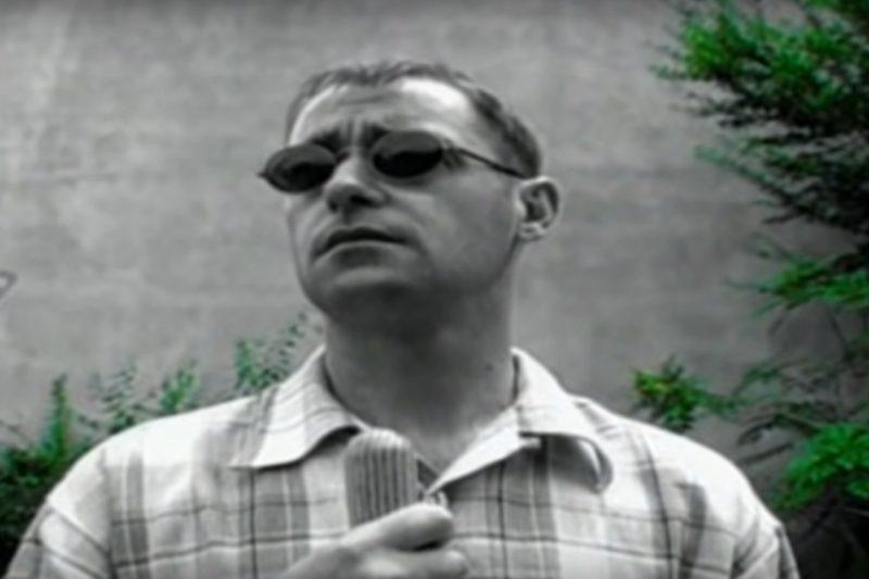 Paul Arthurs (Bonehead) în videoclipul piesei