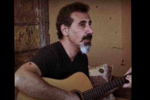 """Serj Tankian în videoclipul """"Hayastane"""" (captură ecran)"""