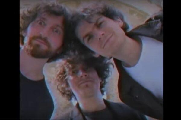 """The Kryptonite Sparks în videoclipul piesei """"Ne Ascundem"""" (captură ecran)"""