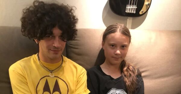 Solist The 1976 Matty Healy si Greta Thunberg
