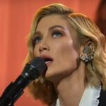 "Delta Goodrem cântând ""Paralyzed"" la The Voice Australia"
