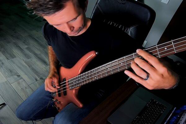 """""""One"""", de la Metallica, cântată la bas"""
