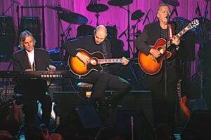 Pink Floyd și Billy Corgan la ceremonia de introducere în Rock and Roll Hall of Fame din 1996