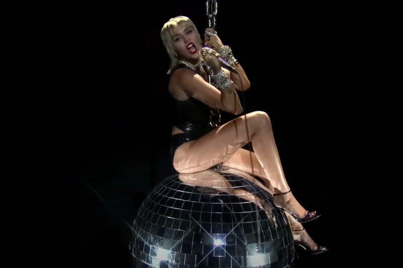 Miley Cyrus la MTV VMA 2020