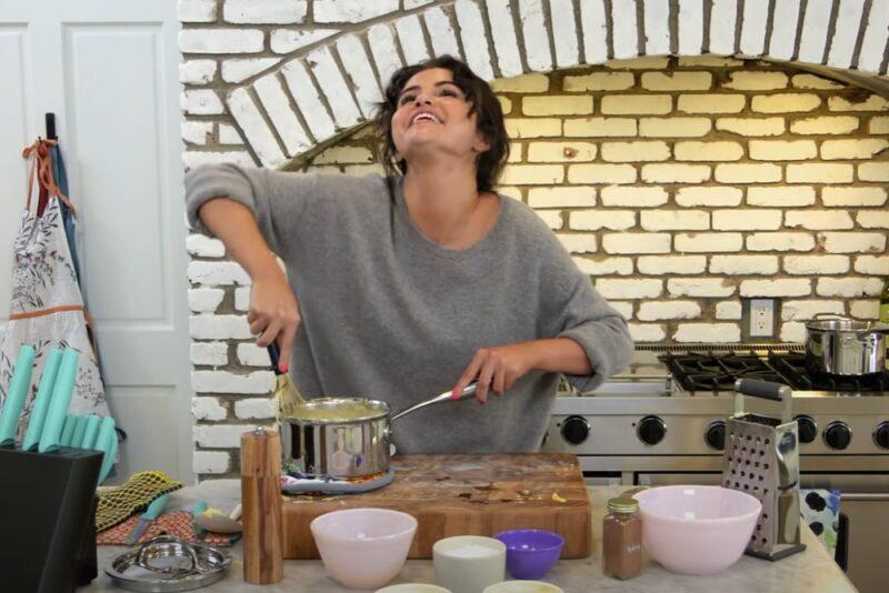 Selena Gomez în trailerul noului ei cooking show de pe HBO Max