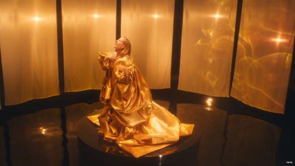 Videoclip Ellie Goulding Love I'm Given