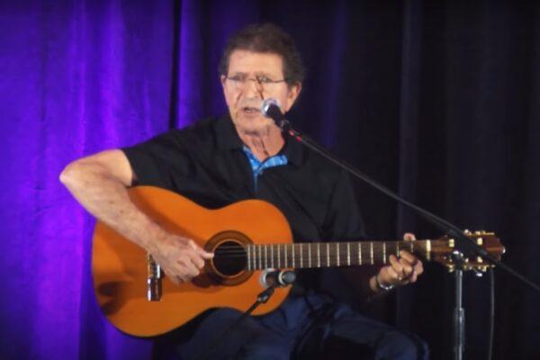 Mac Davis în concert pentru Fundația East Lake