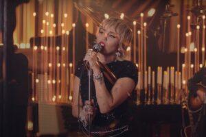 Miley Cyrus în cadrul Live Lounge Session de la BBC Radio 1 - captură ecran