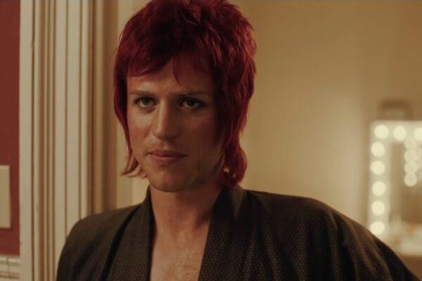 """Johnny Flynn în rolul lui David Bowie în pelicula """"Stardust"""""""