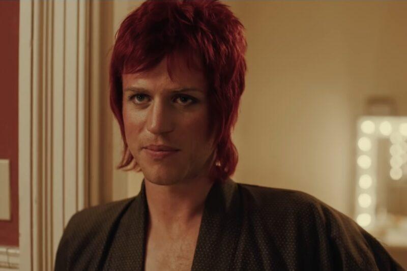 Johnny Flynn în rolul lui David Bowie în pelicula