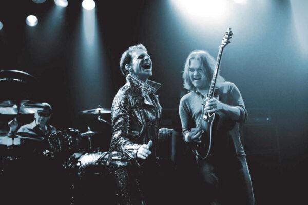 Van Halen (Eddie Van Halen si David Lee Roth) promovand albumul A Different Kind of Truth din 2012