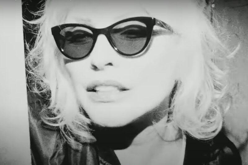 Blondie (2017)