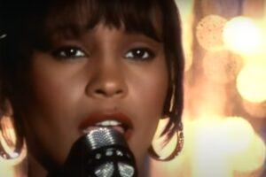 "Whitney Houston în videoclipul ""I Will Always Love You"""