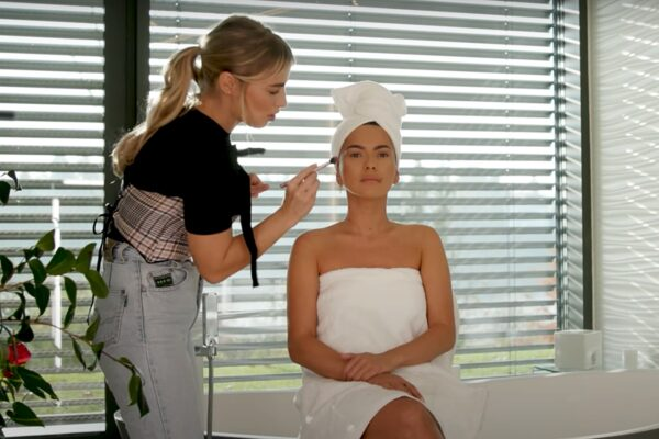 Tutorial de make-up cu Inna în Dance Queen House