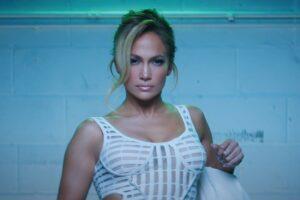 """Jennifer Lopez în videoclipul """"Lonely"""""""