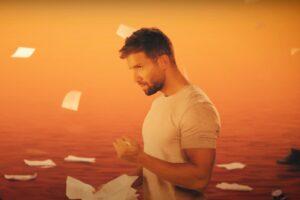 """Pablo Alboran în clipul cu versuri """"Corazón descalzo"""""""