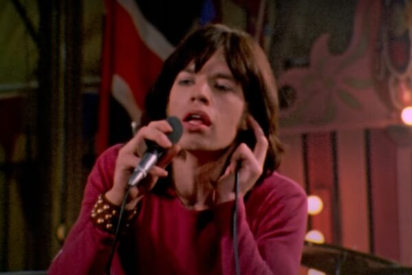 "Mick Jagger în clipul piesei ""Sympathy for the Devil"""