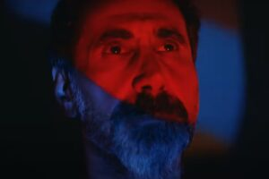 "Serj Tankian în videoclipul ""Protect The Land"""