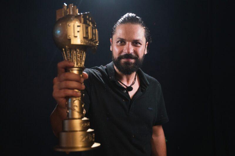 Augustin Viziru cu marele trofeu Ferma 2020