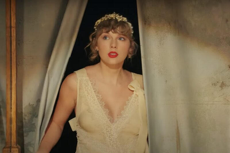"""Taylor Swift în videoclipul """"Willow"""""""