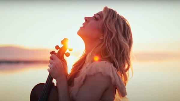 Lindsey Stirling - Angels We Have Heard On High