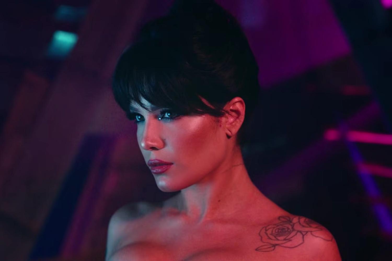 """Halsey în videoclipul piesei """"You should be sad"""""""