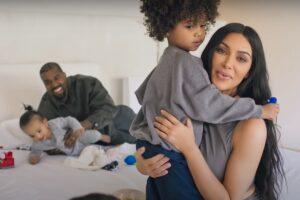 Kim Kardashian și Kanye West într-un interviu pentru Vogue